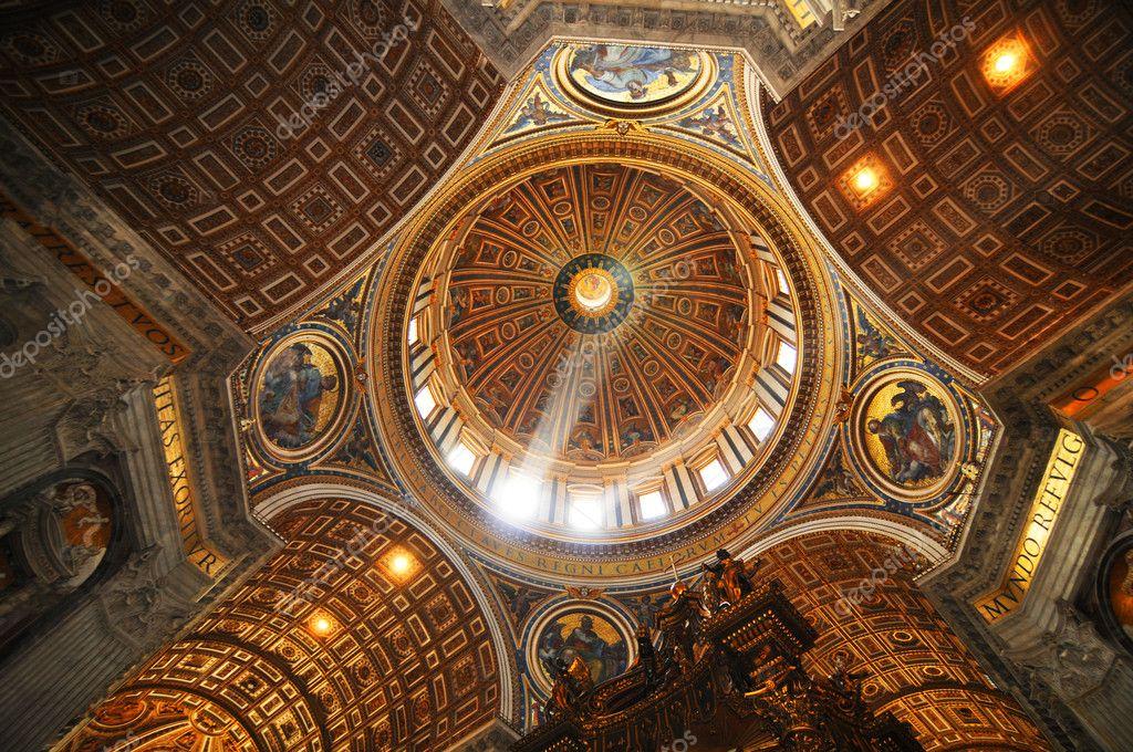 Interno Basilica Di San Pietro Foto Stock
