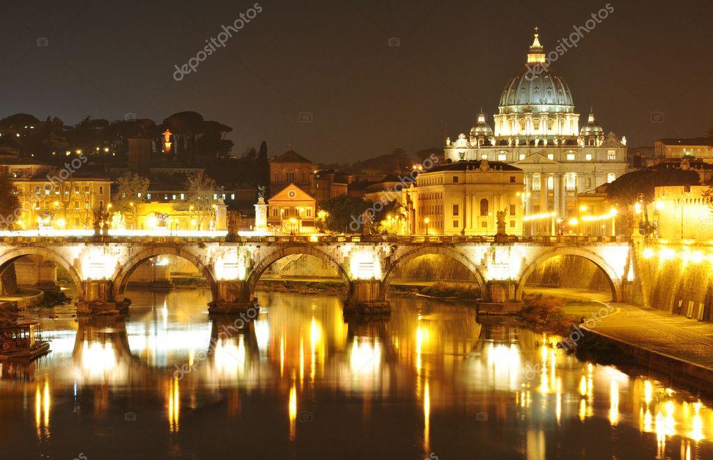 ===Roma monumental=== Depositphotos_10263546-stock-photo-rome-by-night