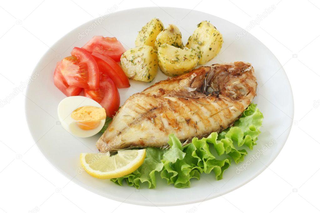 gebratener fisch mit kartoffeln und salat stockfoto nataliamylova 8052438. Black Bedroom Furniture Sets. Home Design Ideas