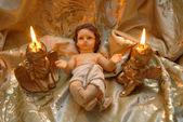 Vánoční přání, baby jesus a dvě zapálené svíčky