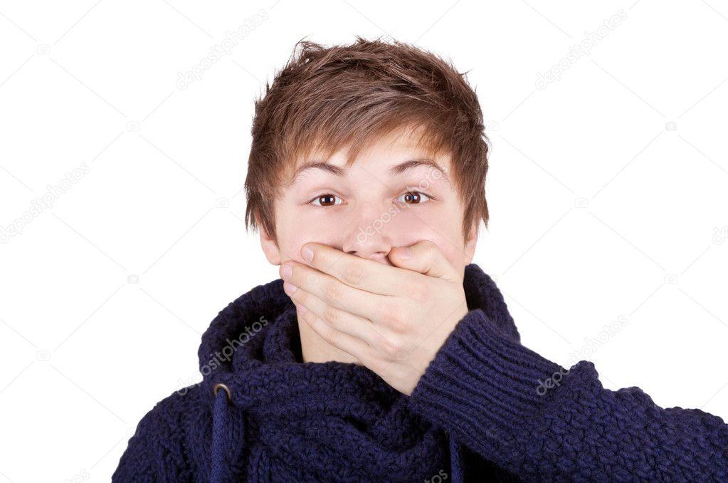 мальчишка с завязанным ртом фото