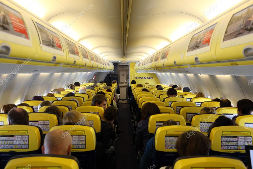 L 39 int rieur de l 39 avion de ryanair photo ditoriale for Interieur avion ryanair