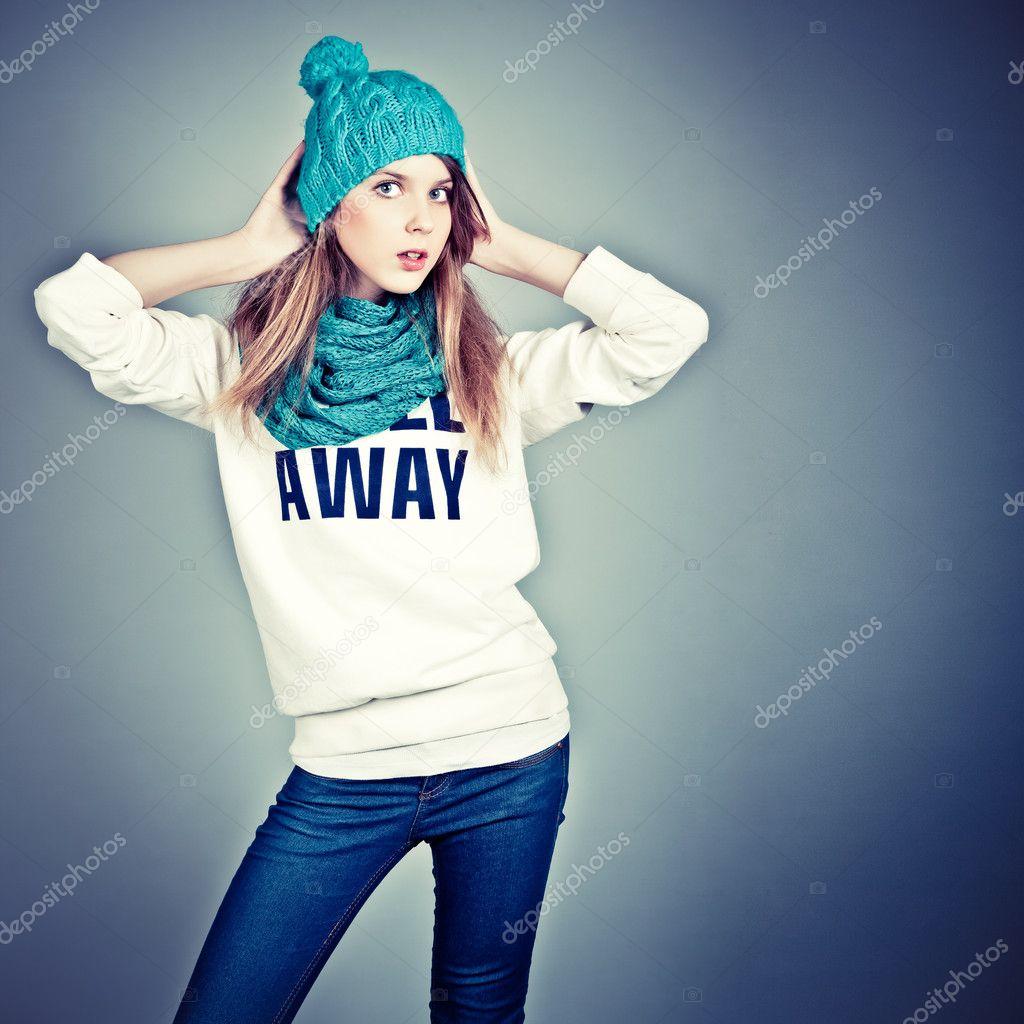 Krásný teenager v zimní oblečení — Stock Fotografie