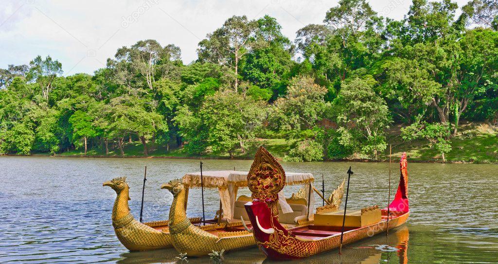 Traditional cambodian boats by the river Bayon - Angkor