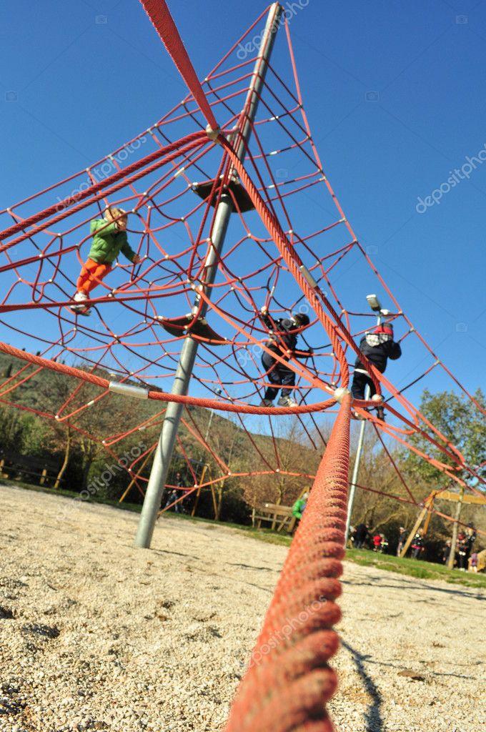 IDs auf rot Klettergerüst Seil Spiel — Stockfoto © rossosiena #9746106
