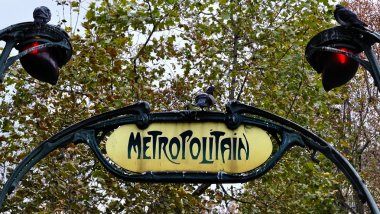 Sign for the Metropolitain underground