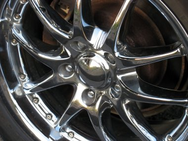 Chrome rim detail