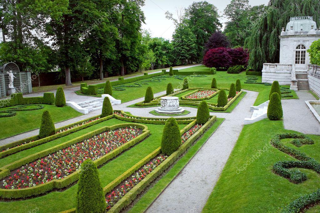 Park Als Tuin : Sierlijke park tuin u2014 stockfoto © arenacreative #8945686