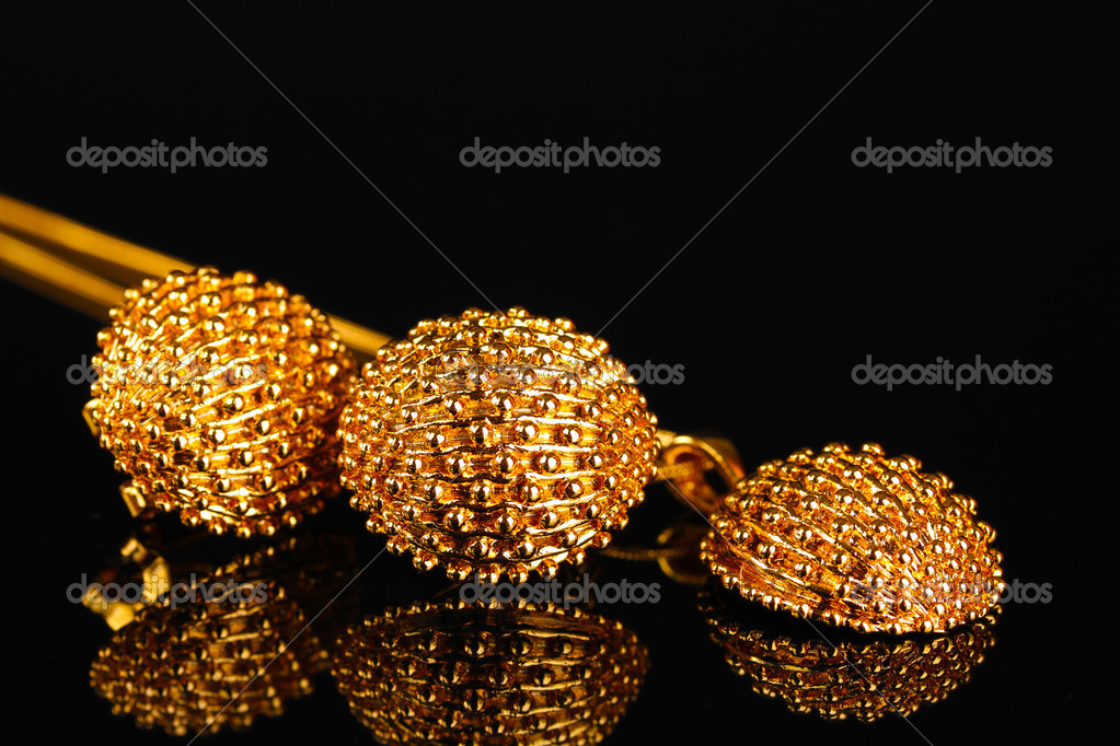 Beautiful gold earrings and necklace on black background — Stock ...