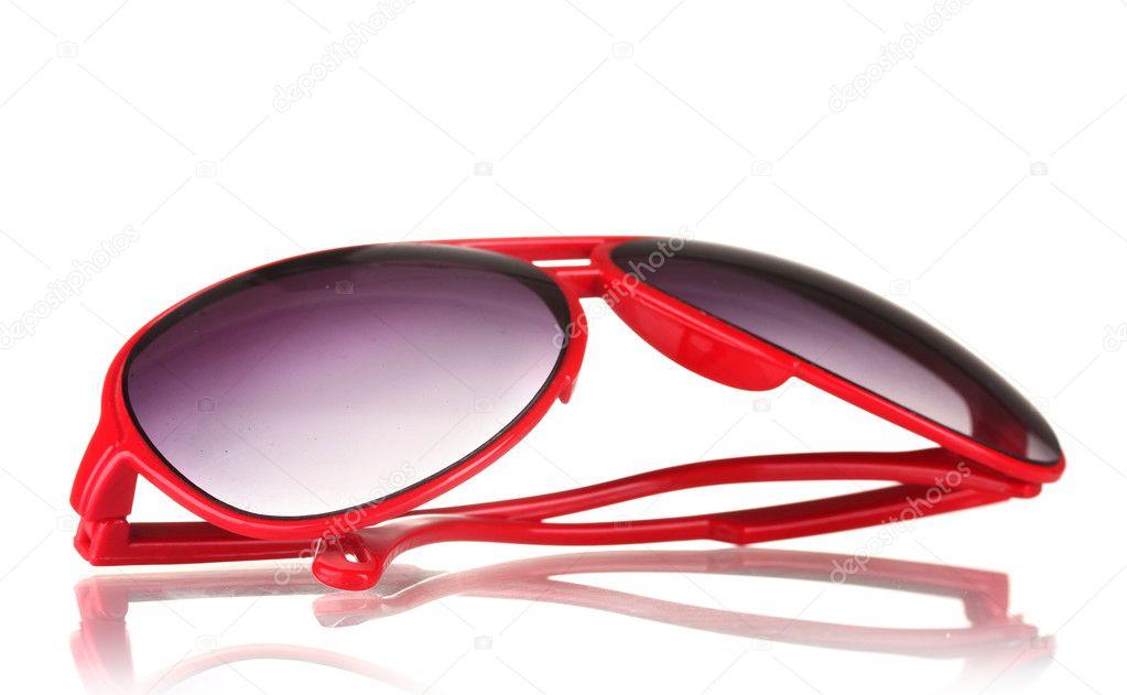 767caa44b4 Κόκκινα γυαλιά ηλίου γυναικών που απομονώνονται σε λευκό– εικόνα αρχείου