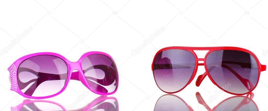 2f68fb8496 Των δύο γυναικών γυαλιά ηλίου ροζ και κόκκινο απομονωθεί σε λευκό —  Φωτογραφία Αρχείου