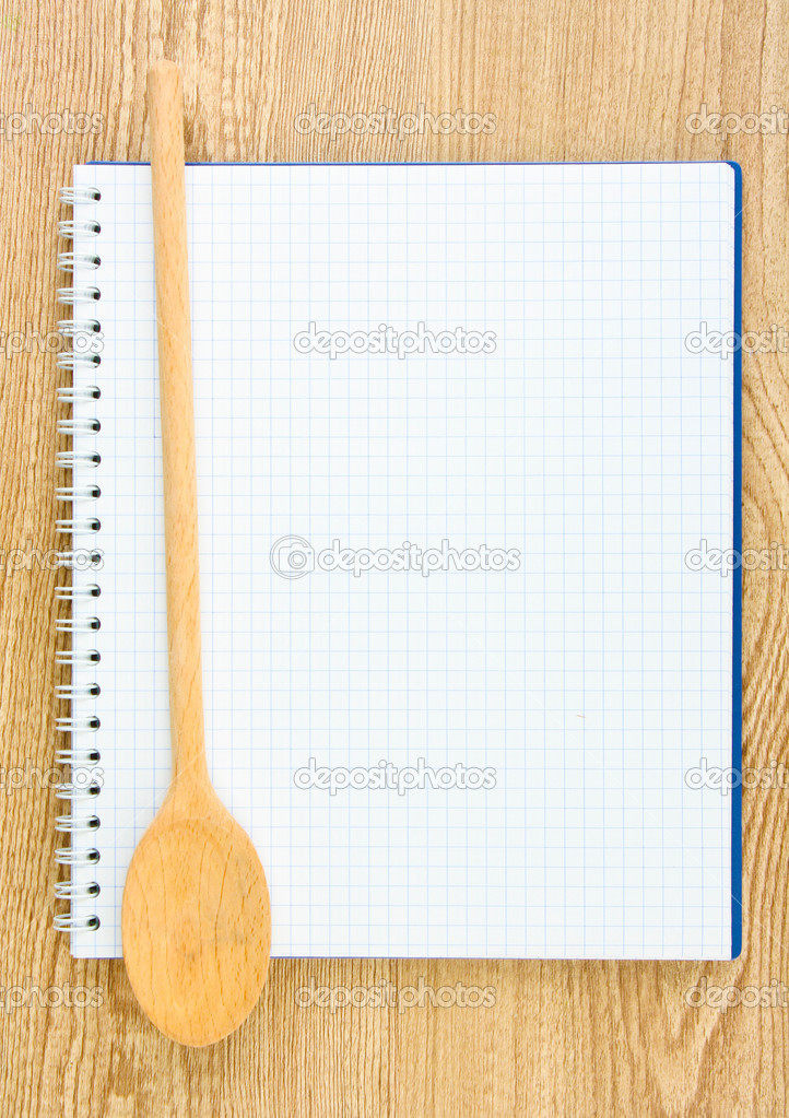 Abra el libro de cocina y utensilios de cocina sobre fondo for Utensilios de cocina fondo