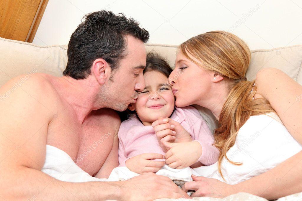 порно ролики онлайн как отец ебёт свою молоденькую дочь