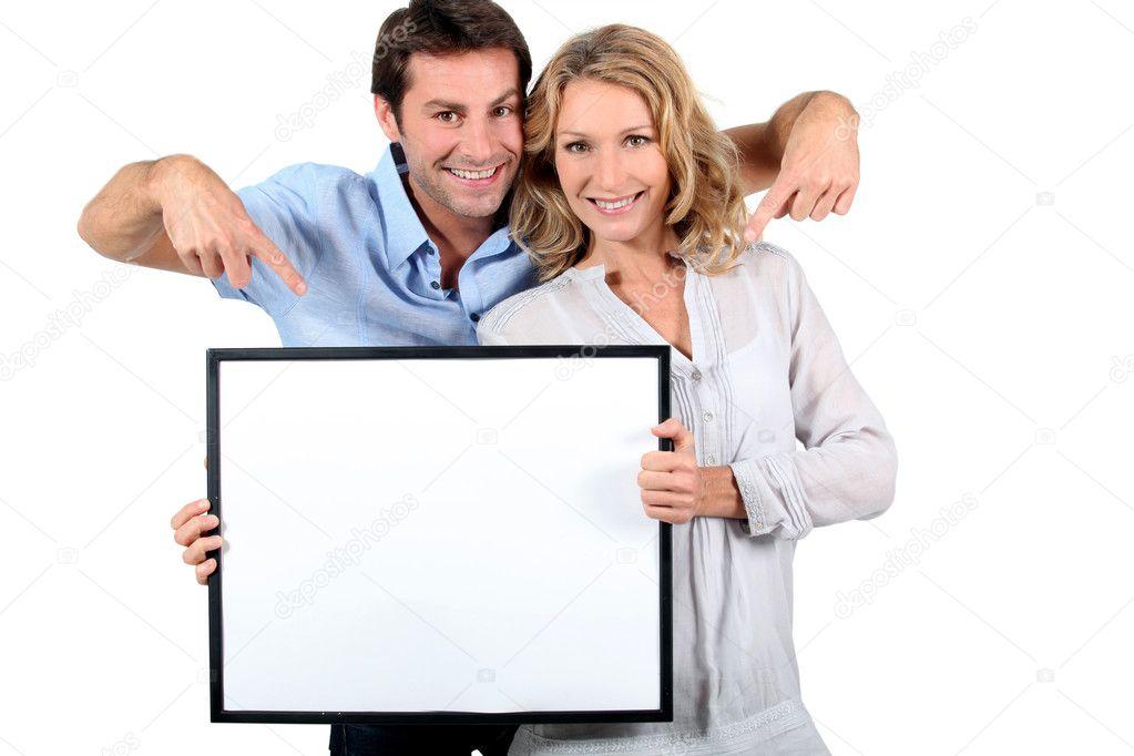 pareja sosteniendo un marco — Foto de stock © photography33 #8483299