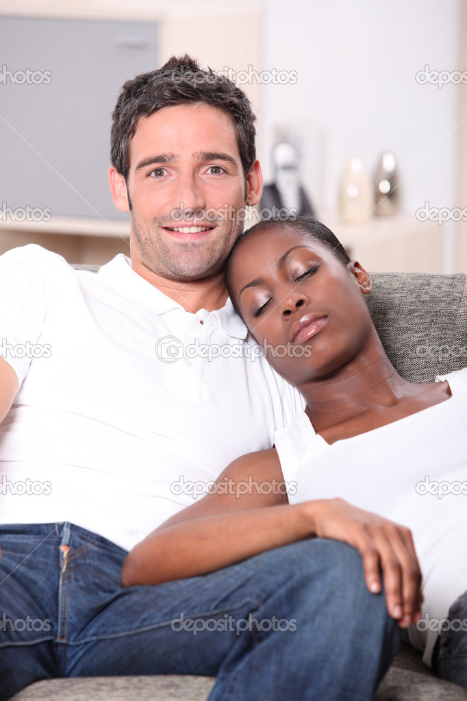 Негритянка и белый мужчина, смотреть онлайн ролики из спектаклей с голыми актерами