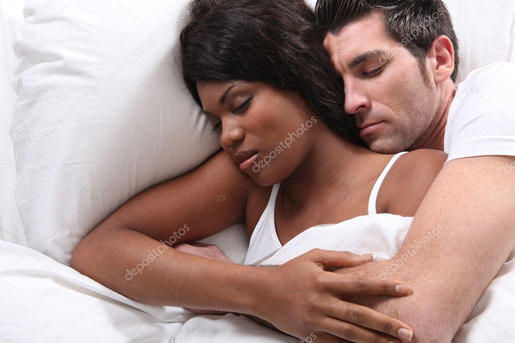 голову кристине с камерой в постели супруги быстро