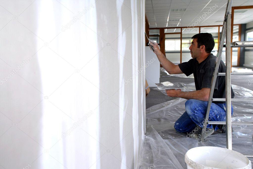Man eine Wand Verputzen — Stockfoto © photography33 #9055054