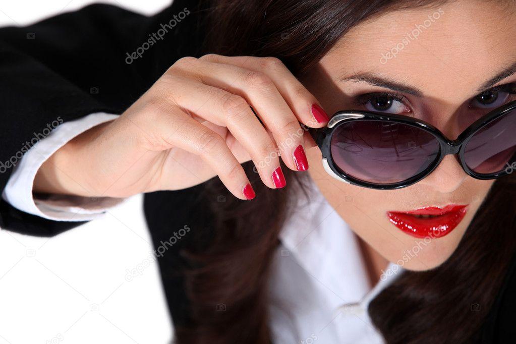 бізнес-леді носити сонцезахисні окуляри — Стокове фото — конкурс ... 0f0a6ea33b131