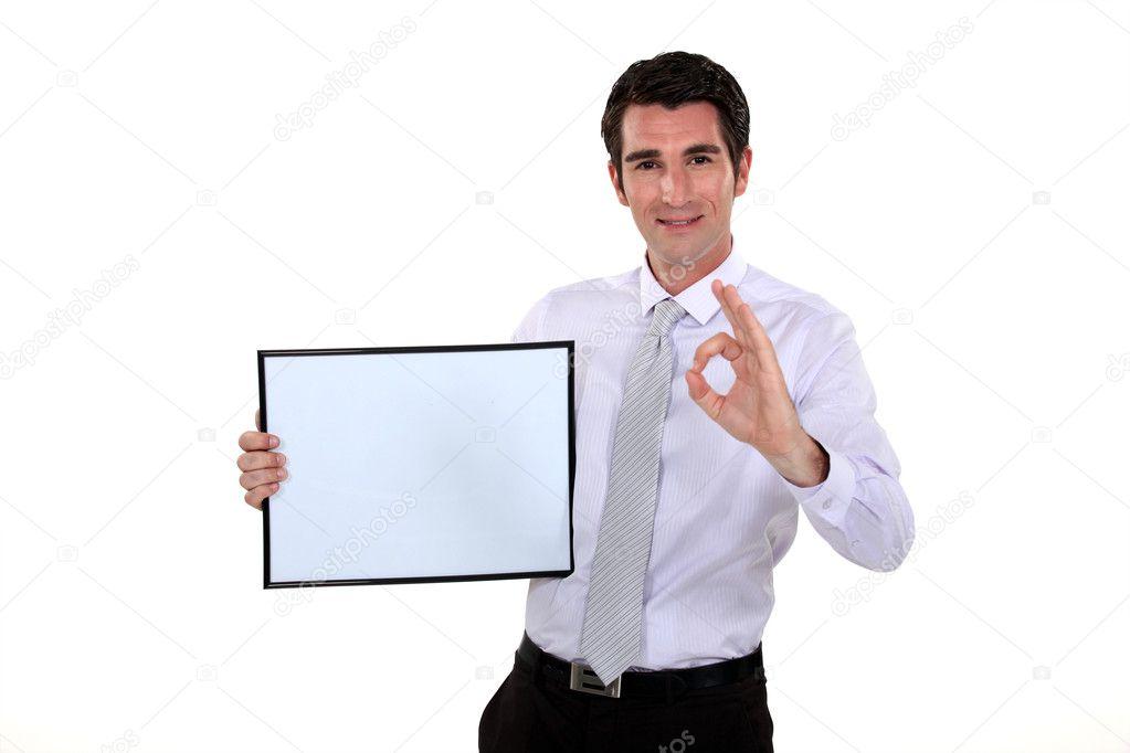 Mann hält Bilderrahmen machen ok Geste — Stockfoto © photography33 ...