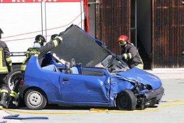 eylem ücretsiz bir arabadan yaralı bir araba acc, itfaiye