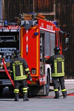 Itfaiyeciler yangın tehlikesi tatbikat sırasında söndürüldü.
