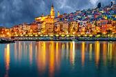Provence vesnice Mentonu po západu slunce