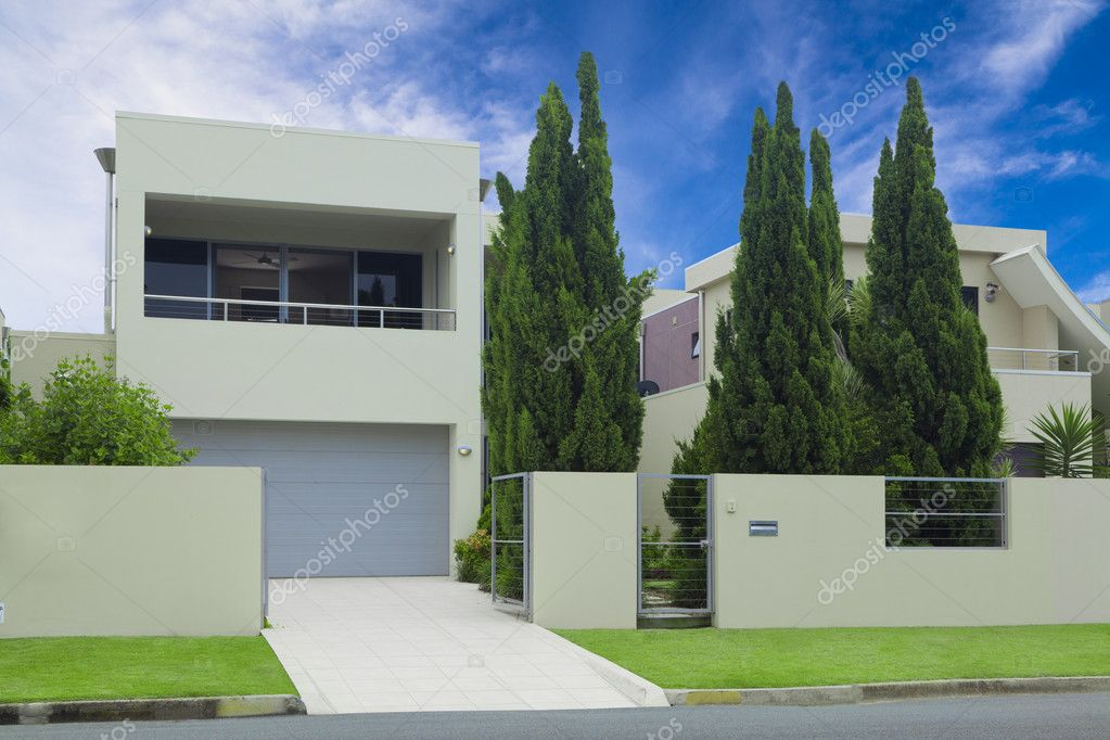 Casa moderna elegante fronte foto stock zstockphotos for Casa moderna accogliente
