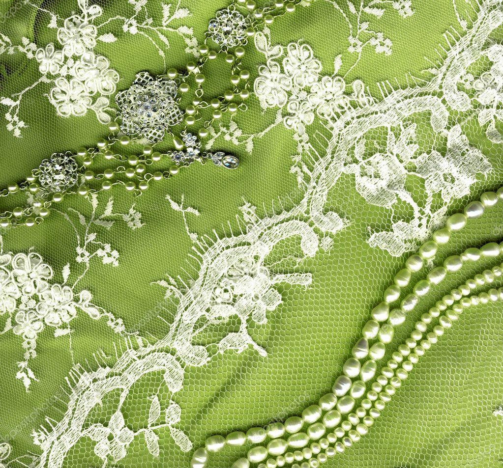 cordón del vestido de boda de la vendimia en textura de fondo verde ...