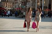 Fotografia due giovani donne