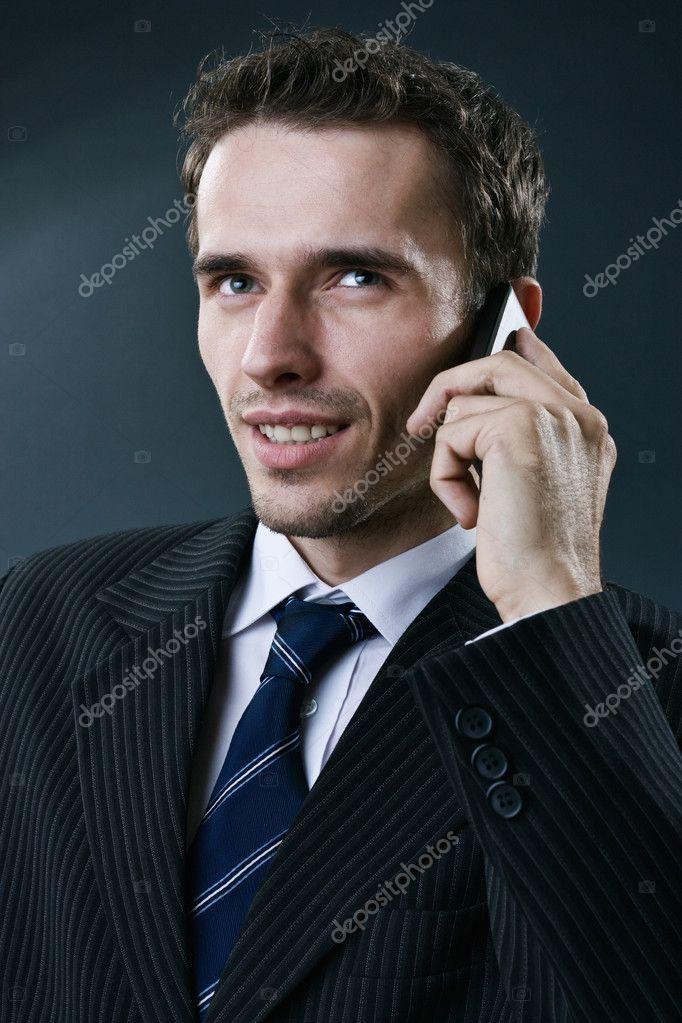 Uomo Daffari La Chiamata Da Telefono Cellulare Studio Colpo Su