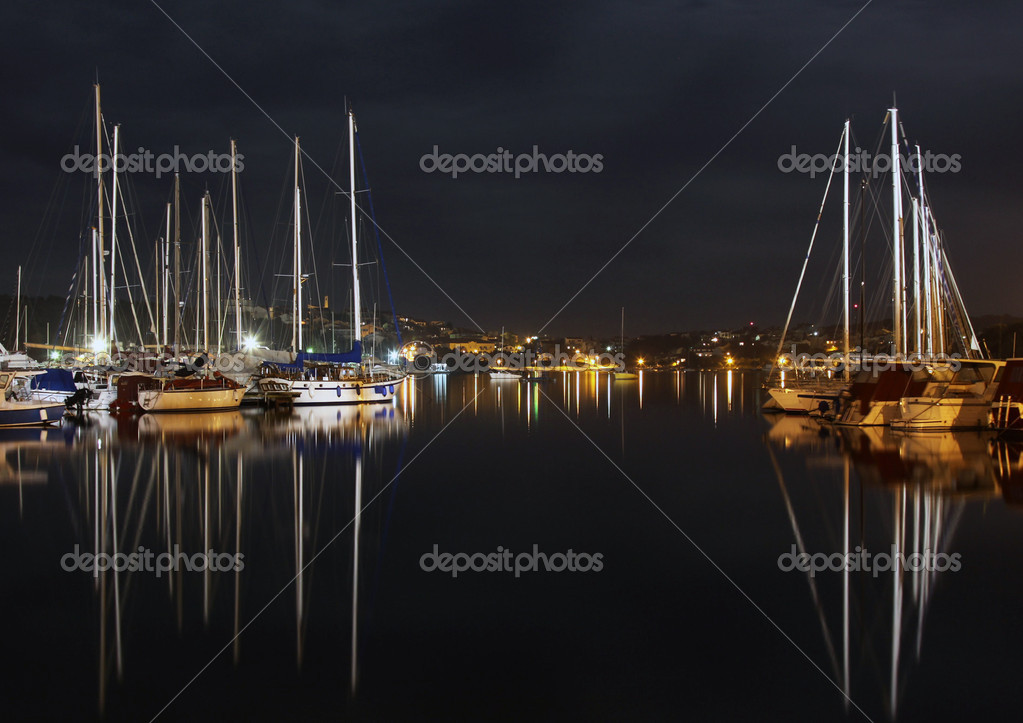 Night in the harbour