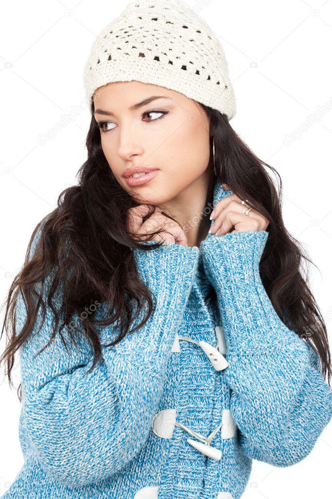 2d942ba35ec1 Προσωπογραφία γυναίκας μικρά μαύρα μαλλιά σε μια μπλε μαλλί πουλόβερ