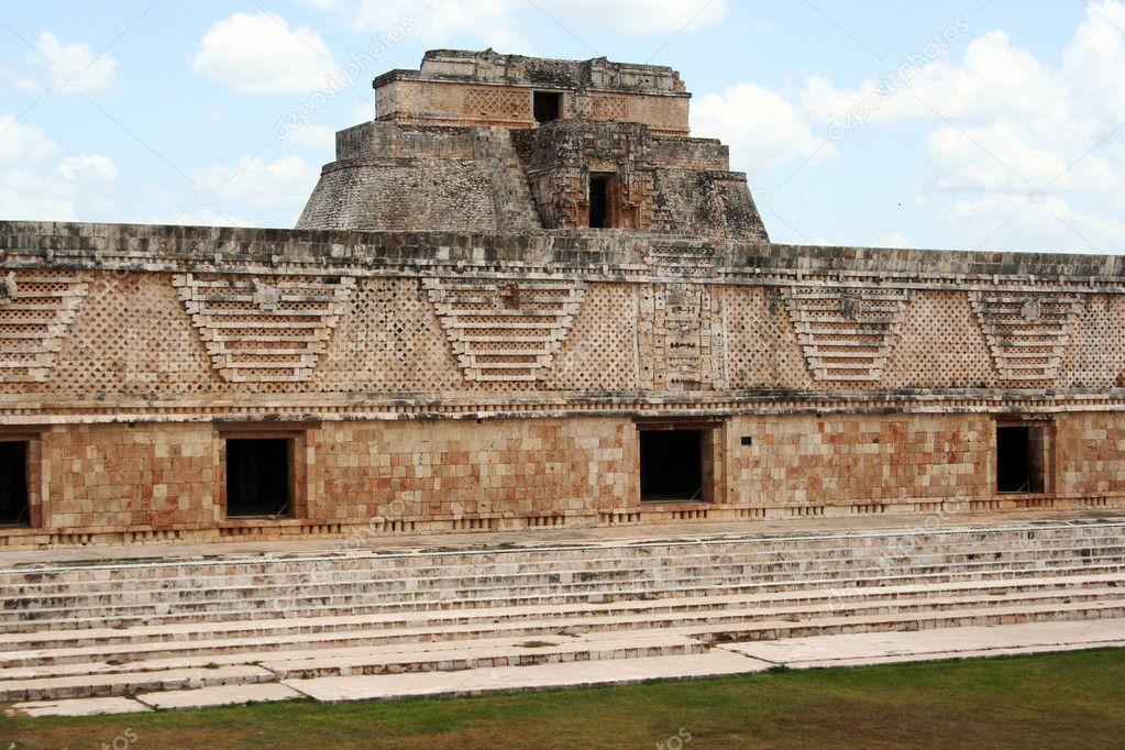 Maya construcciones uxmal m xico fotos de stock for Las construcciones de los mayas