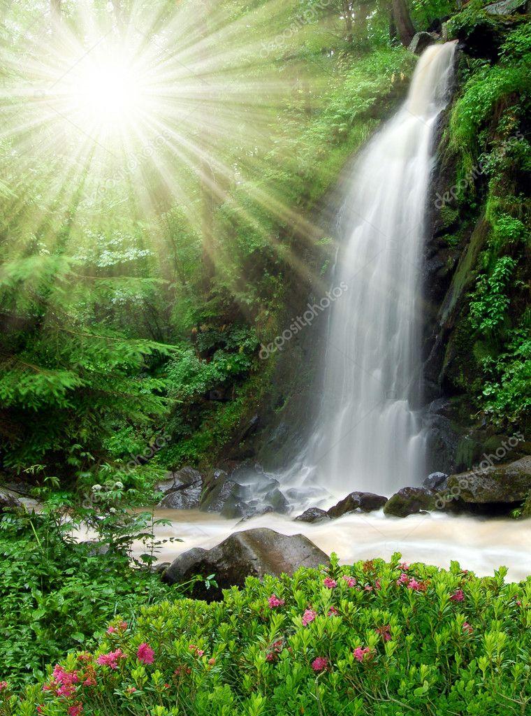 Фотообои Waterfall in the National Park Tercino valley