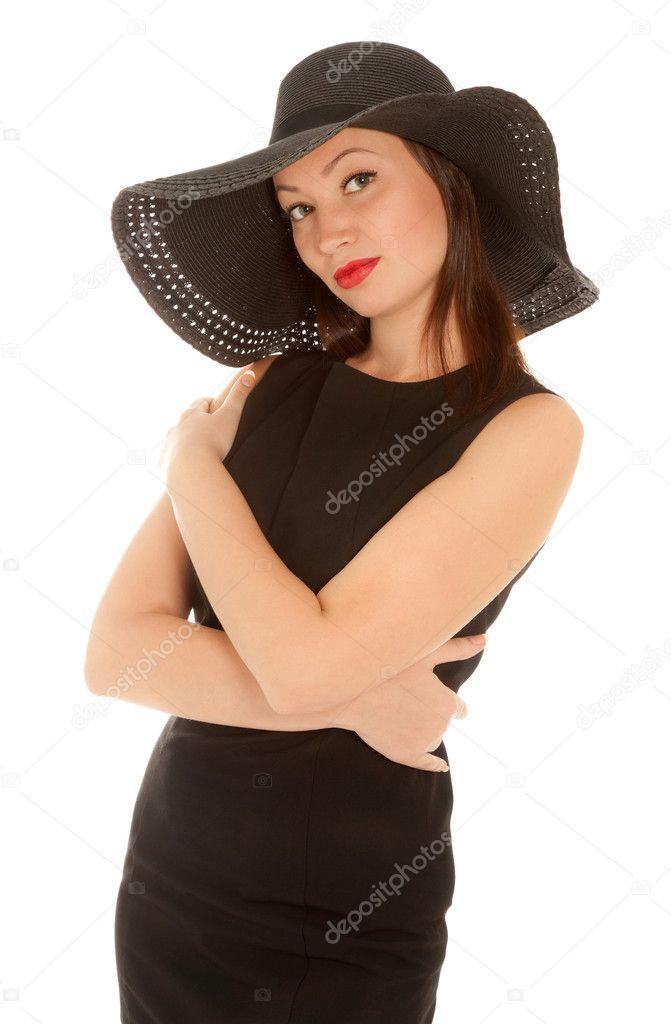 44ca1544d4a0 Bella donna con labbra rosse in piccolo abito nero e cappello isolato su  bianco — Foto di ...
