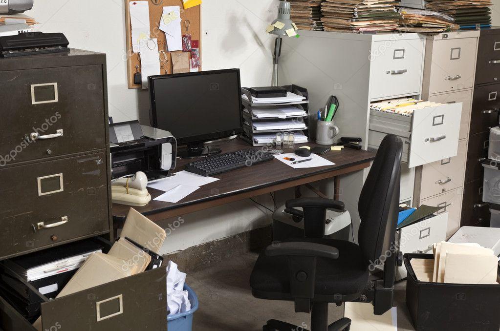 Disordine In Ufficio.Ufficio Disordinato Foto Stock C Trekandshoot 8017798