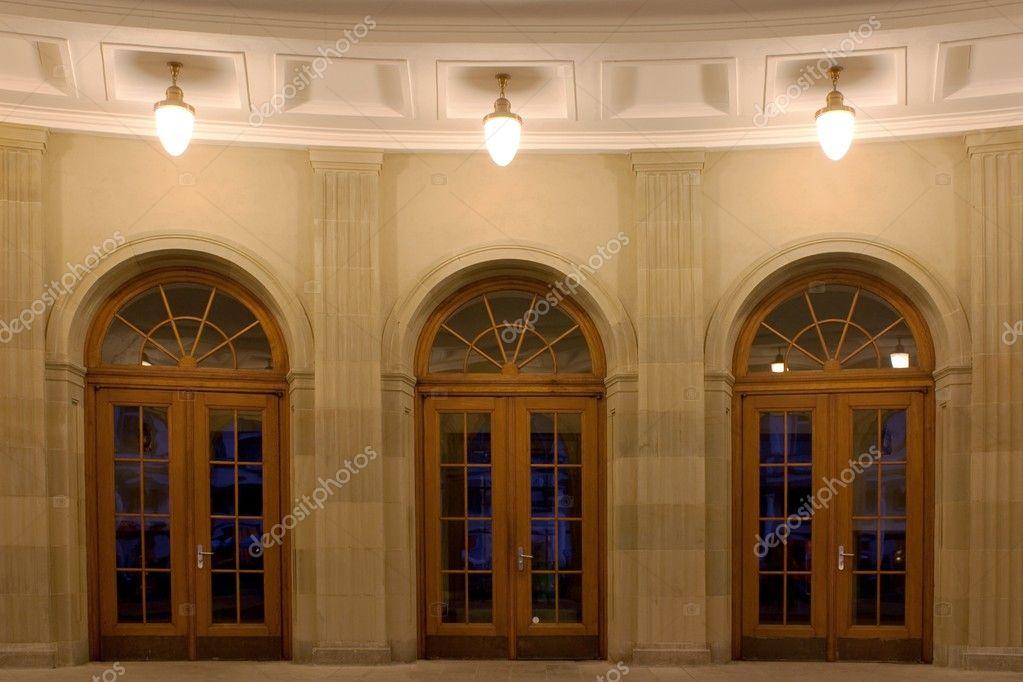 Illuminazione Portone Ingresso : Portoncini di ingresso u foto stock sasel