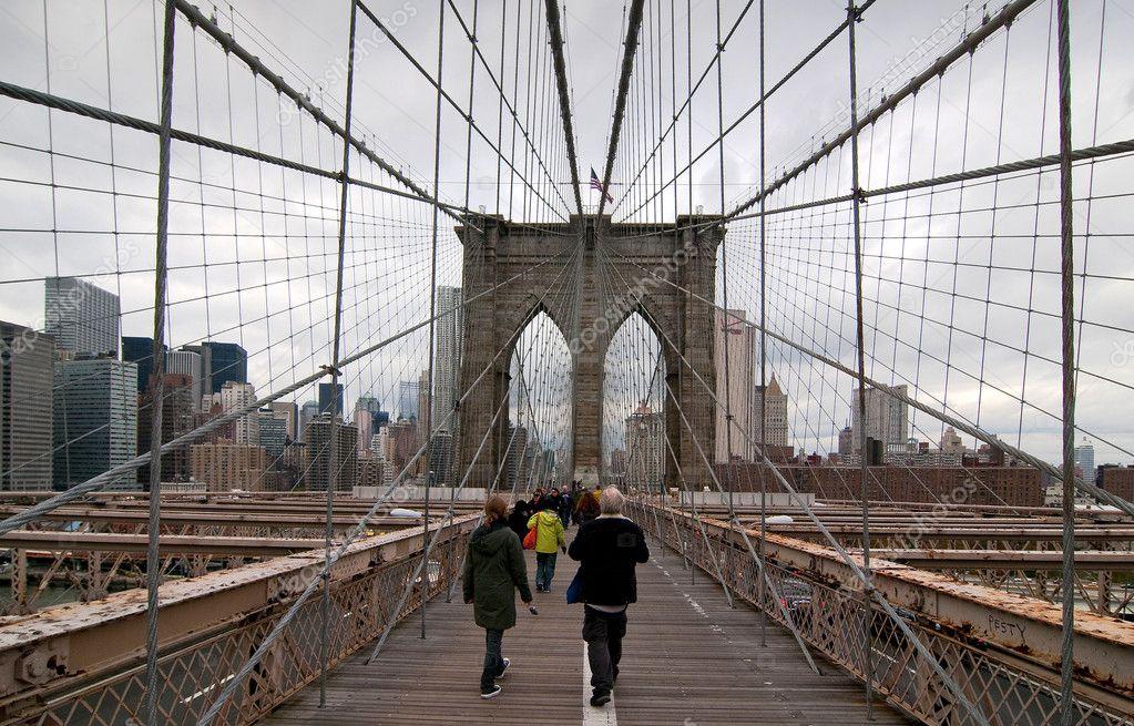 Walking Brooklyn Brücke Stockfoto Inigocia 8999570