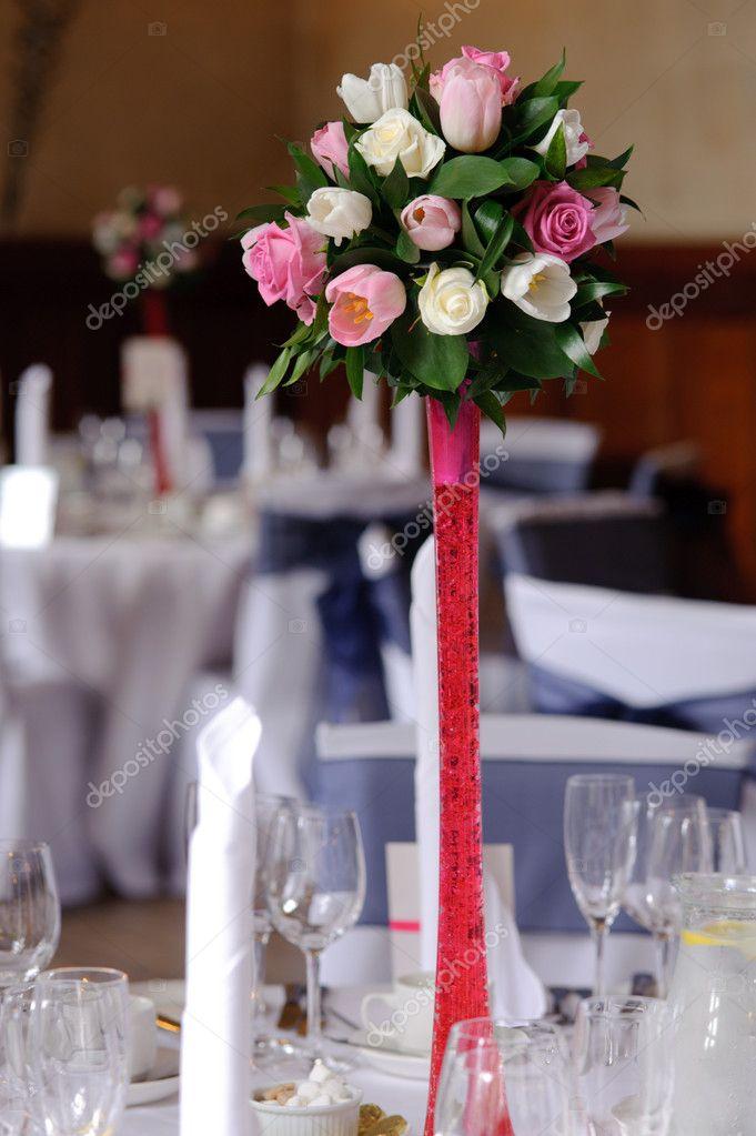 Hochzeitsblumen Auf Rot Stand Stockfoto C Kmwphotography 7982293