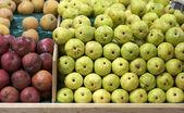 čerstvé ovoce na trhu úložišti