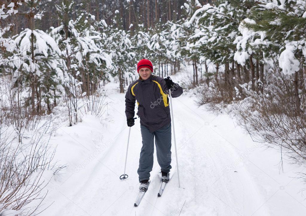 тот, кто фото мужчины зимой на лыжах разыскиваемые лица