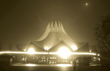 Tempodrom at night