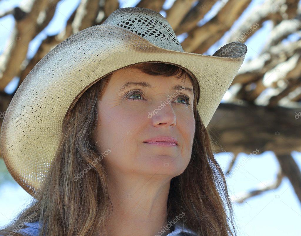 Ramada Sotto Un Donna In Da Cappello Una Cowboy naqpBx0wz