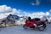 Motocicli sulla montagna