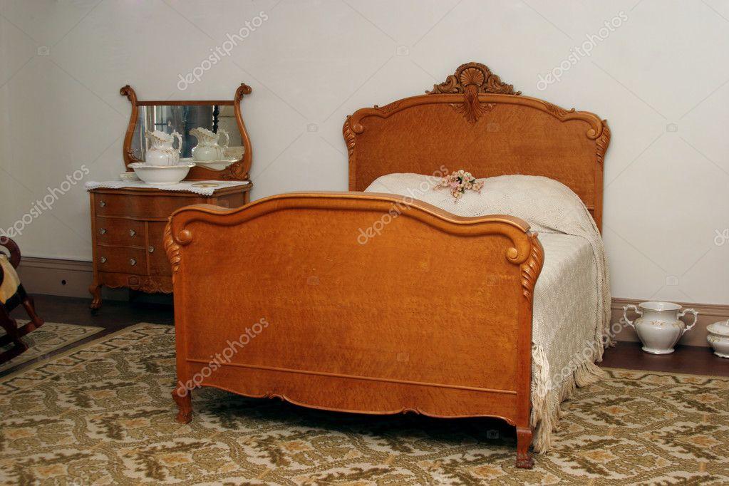 antikes Schlafzimmer — Stockfoto © AlienCat #8285998