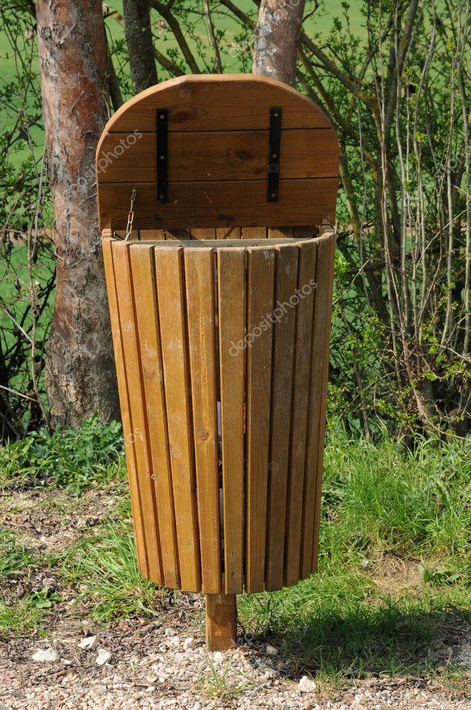 Beroemd houten Prullenbak — Stockfoto © packshot #10401469 VV69