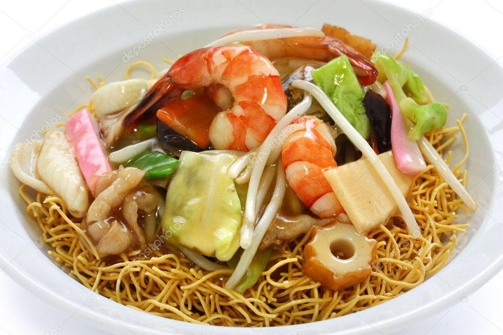 Chop Suey auf frittierte Nudeln — Stockfoto © asimojet #9671964