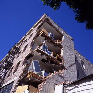 Binanın deprem sonrası