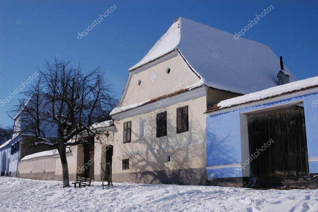 Saxon hus i viscri transsylvanien rum nien stockfotografi salajean 8345607 - Saxon style houses in transylvania ...