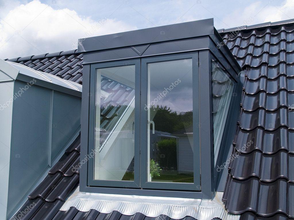 Finestra da tetto verticale moderno u2014 foto stock © ronyzmbow #8755354